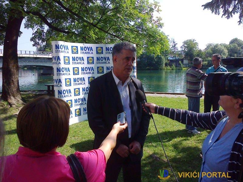 Šuhret Fazlić kandidat za gradonačelnika Bihaća daje intervju za medije