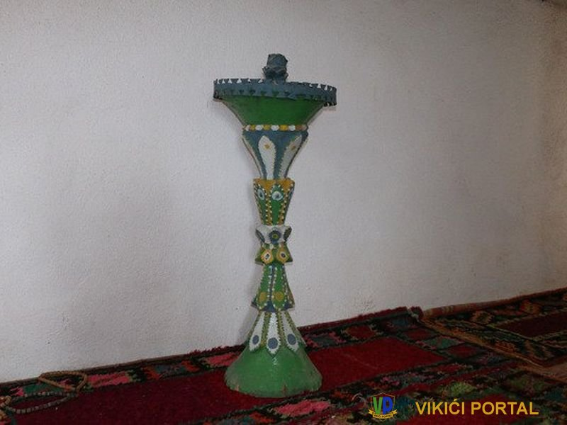 """drveni svijećnjak """"šamidan"""" iz stare džamije Šturlić"""
