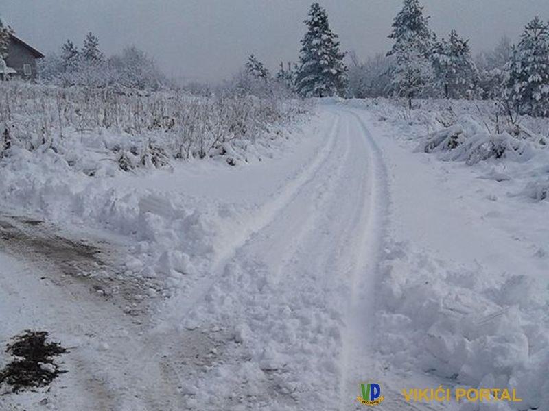 lokalni put prema naselju Laništa u MZ Gata nije očišćen