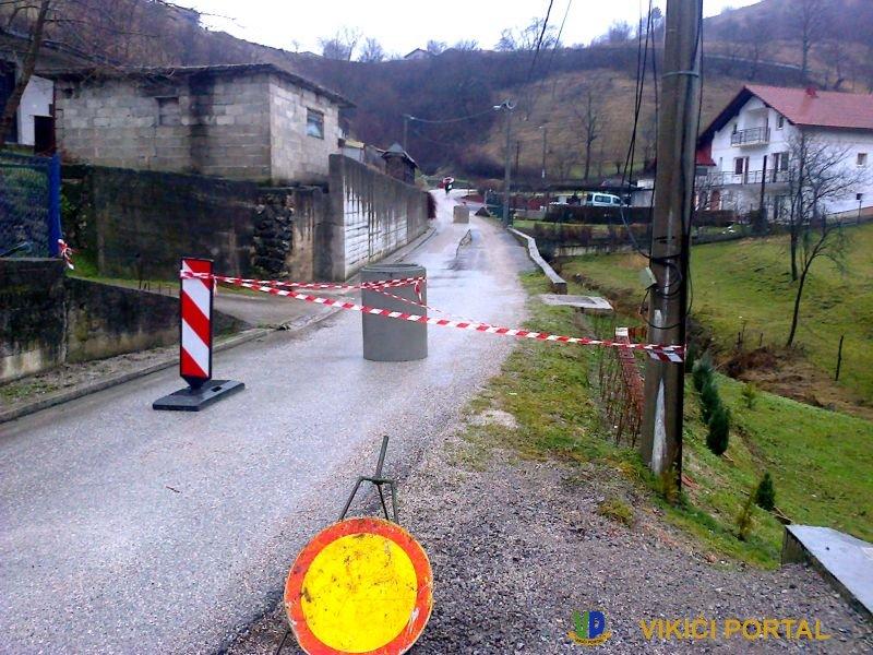 klizište na lokalnom putu kroz naselje Izačić - Kula