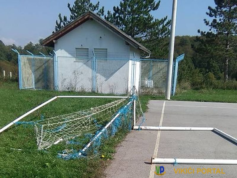 uništen gol na školkom igralištu u Vikići