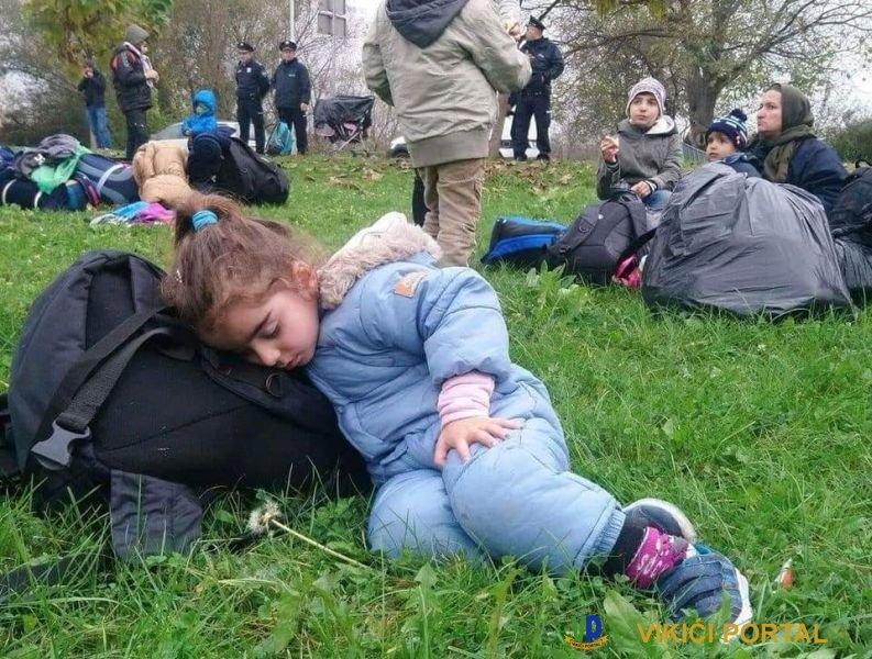 malenu izbjeglicu uhvatio san