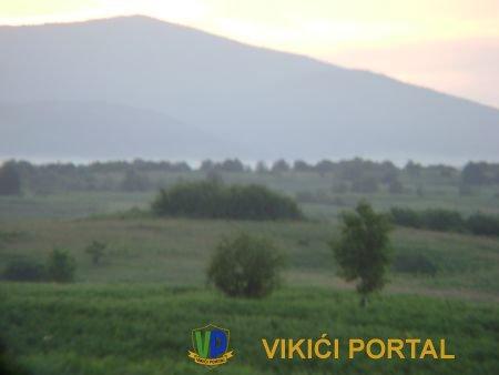 Brežuljak Poštice gledano u pravcu jugozapada u pozadini se vidi Čelopek