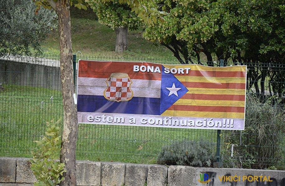 """poruka na katalonskom jeziku """"Sretno, mi smo sljedeći"""""""