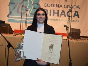 """Ajla Skalić sa nagradom grada Bihaća """"Japodski konjanik"""""""