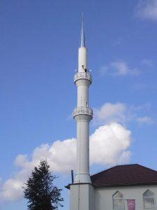 džamija u džematu Vikići sa obnovljenim minaretom i dvije šerefe
