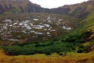 Krater vulkana na otoku u koji smo se spuštali radi snimamanja