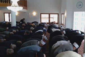 podne namaz u džamiji