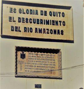 Natpis na zgradi u gradu Quito
