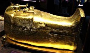 Zlatni lijes s mumijom