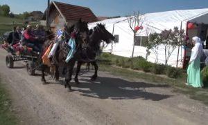 krajiški običaji kina (svadba) sa okićenom konjskom zapregom